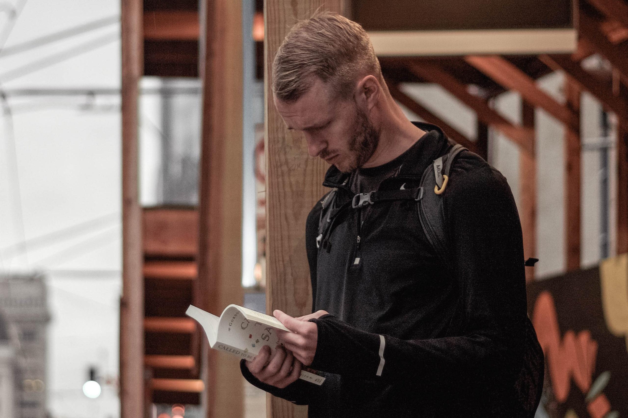 Rezension des Buches Freimaurer aus der Sicht von Freimaurerbrüdern und -schwestern