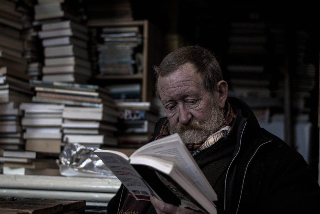 Wer das Buch im Abstand wird wieder andere Aspekte entdecken, die zu bearbeiten sinnvoll sind. Es ist halt ein Hand- und kein Lesebuch.