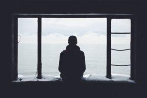 Greift eine Depression um sich t, kann der Depressive an Suizid denken.